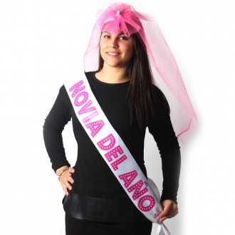PARTY BAND AND PENIS VEIL ´BRIDE OF THE YEAR´IN PORTUGUESE