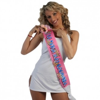 """PARTY BAND WITH PIN """"FOR THE CUTEST BRIDE"""" IN SPANISH"""
